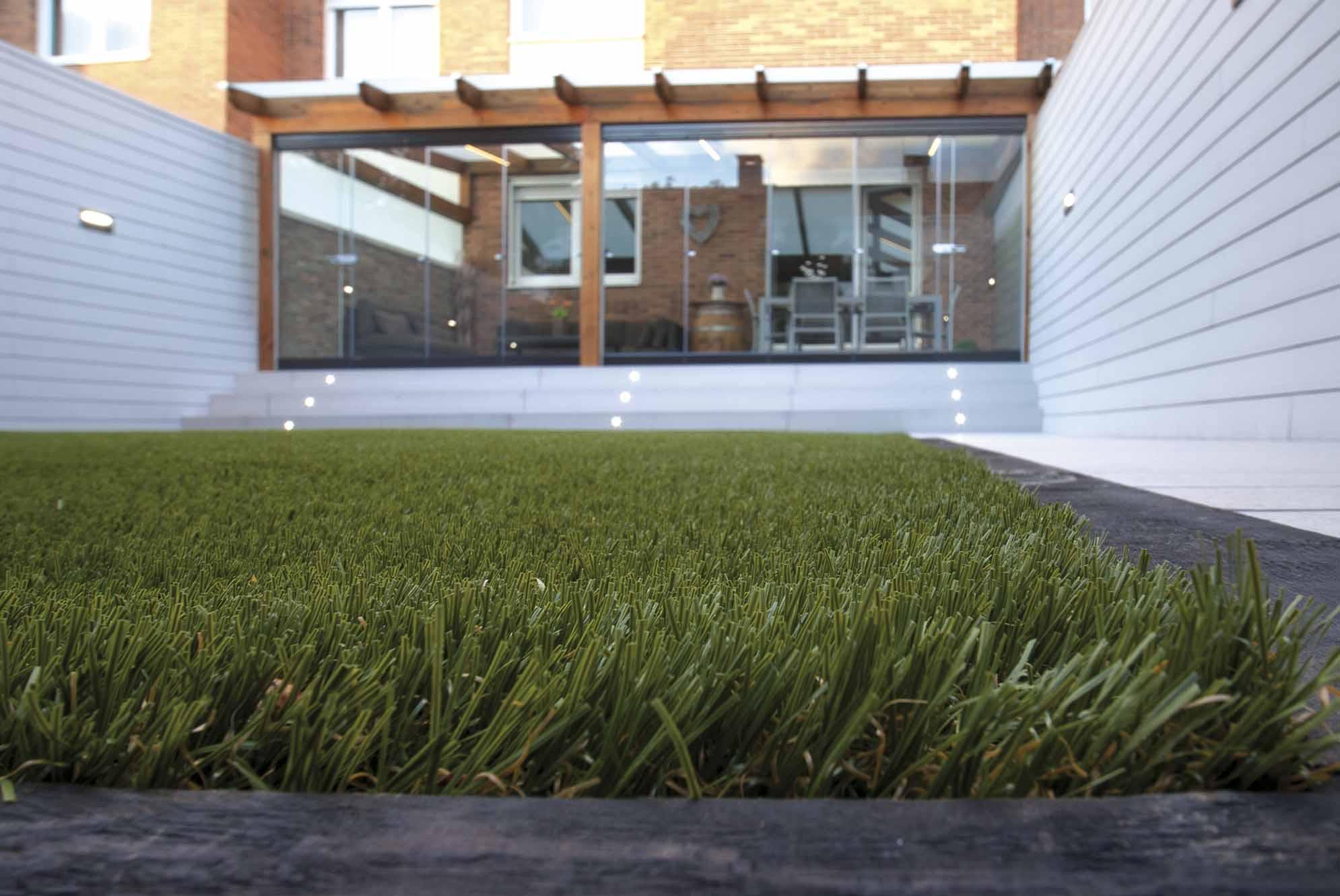 cesped-artificial-jardin-navarra-1 2