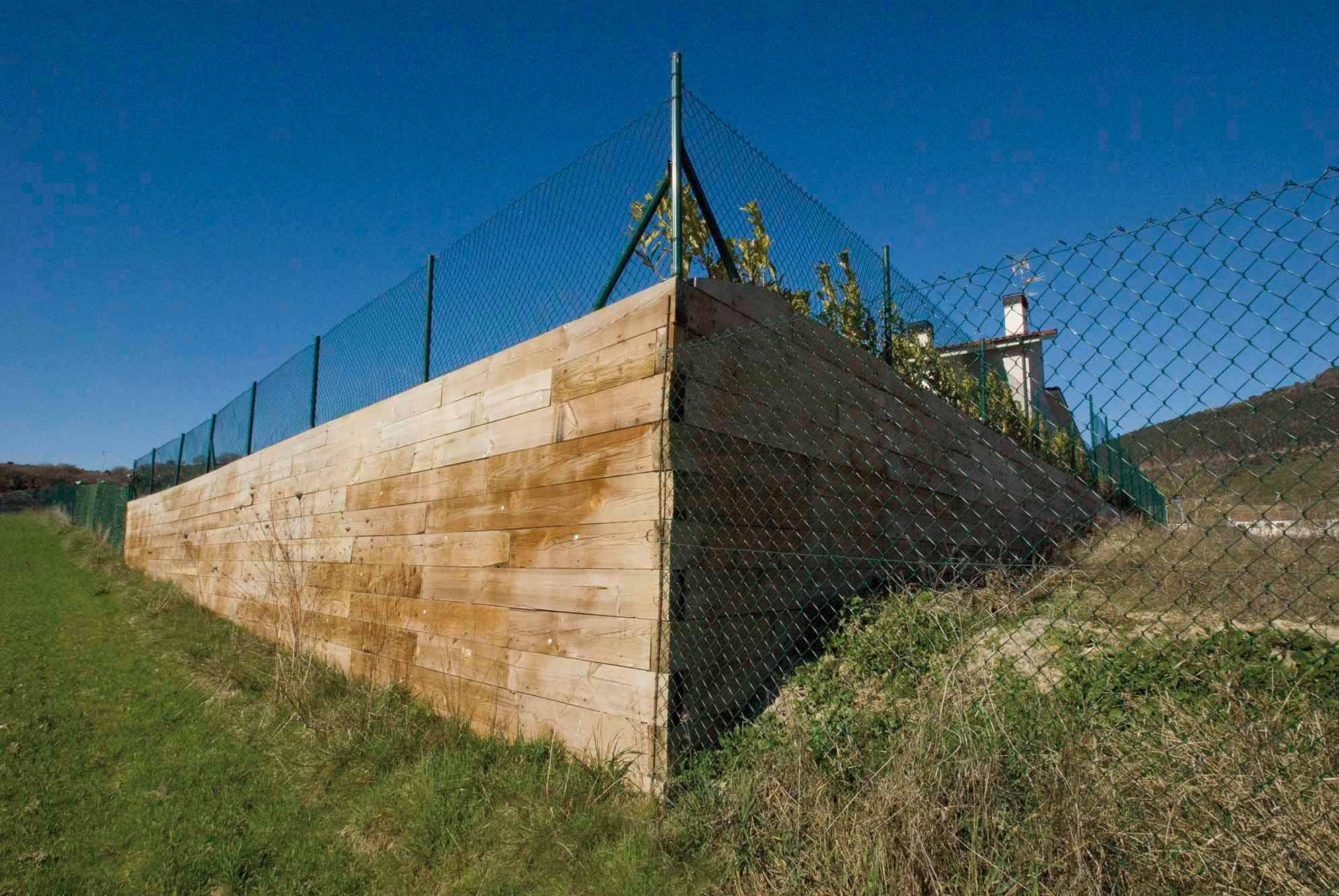 desnivel-jardin-muro-traviesas-navarra5
