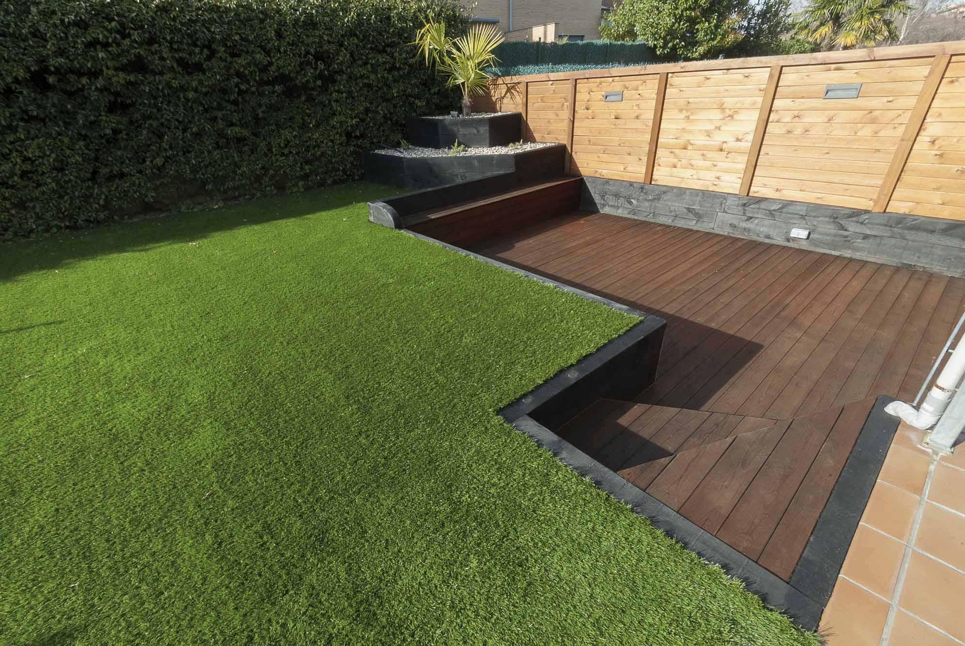 jardin-desnivel-traviesas-madera-1