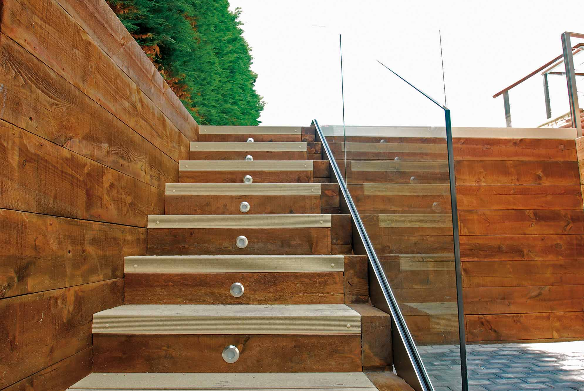 muro-contencion-traviesas-madera-6