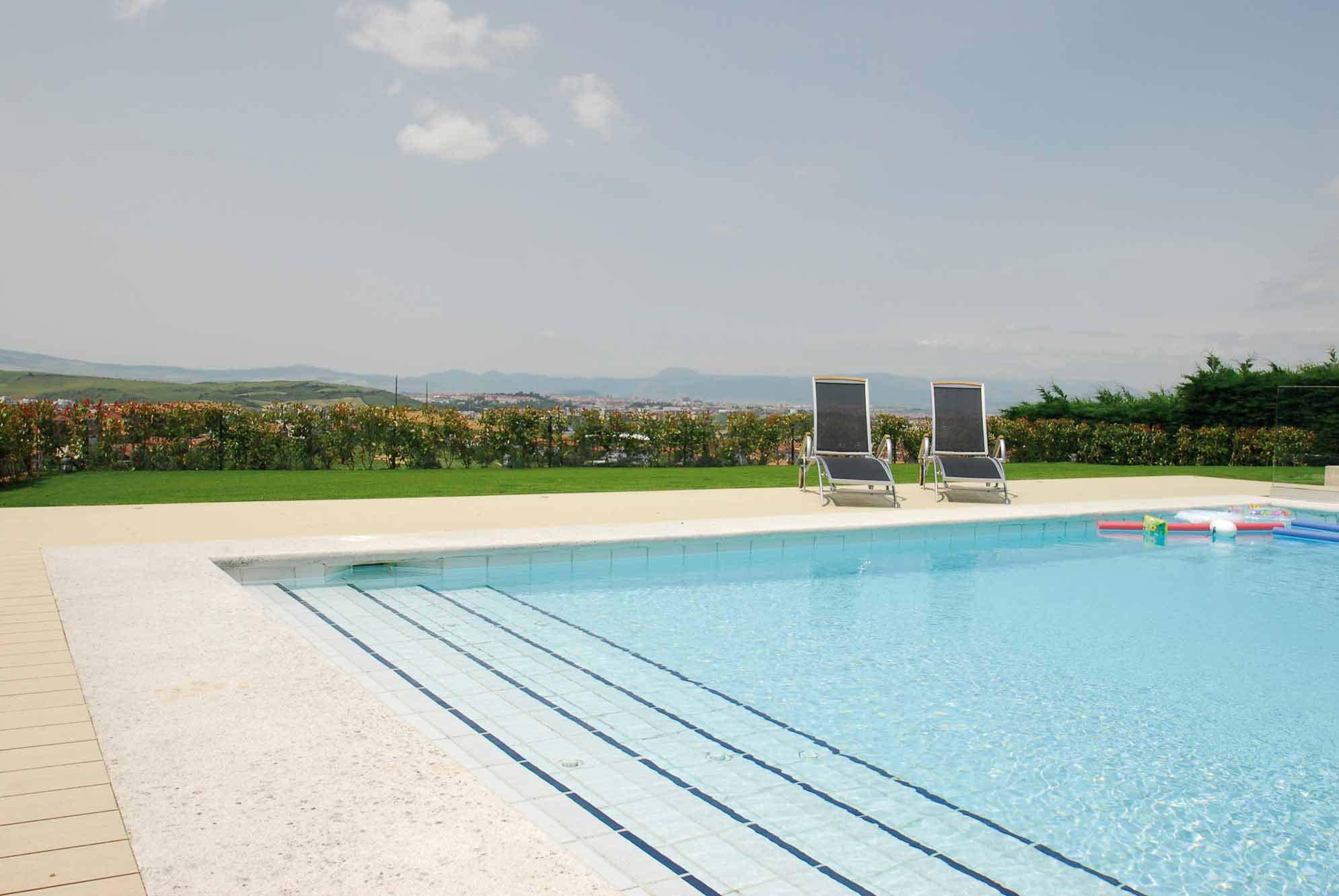 piscinas-jardin-2