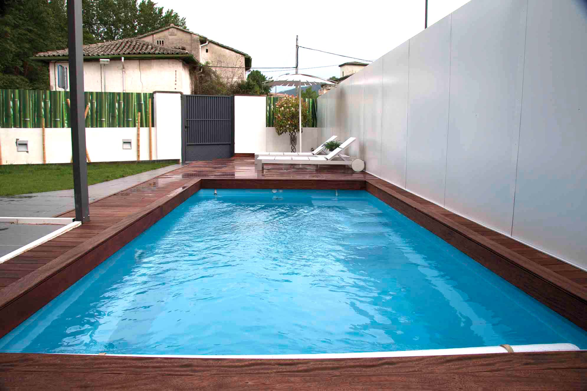 Piscinas y estanques proyectos echarri for Constructor piscinas