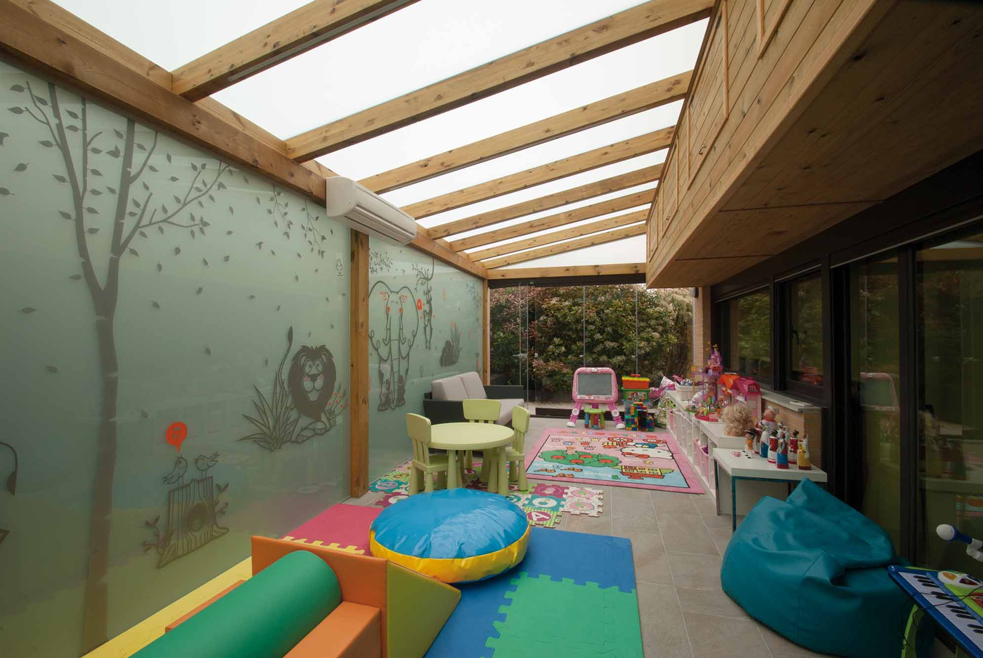 porche-madera-techo-acristalado-lumon3