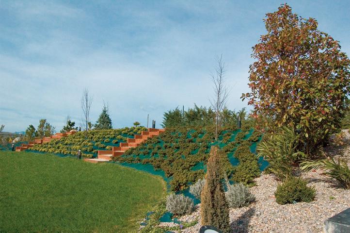 taludes-jardin-bajo-manteniemiento-2