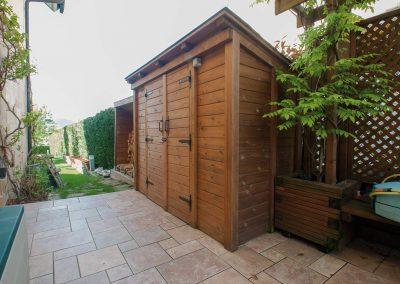Pérgola y caseta de madera