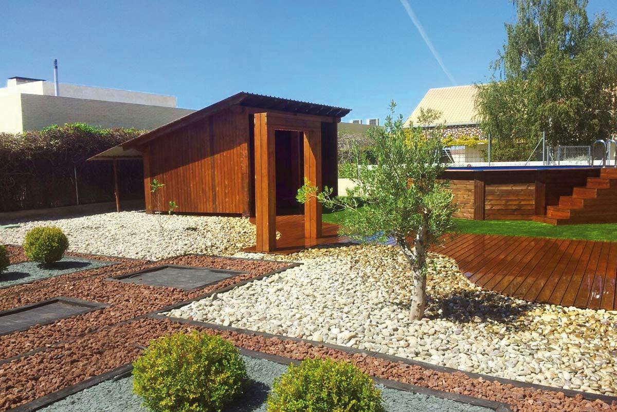 jardin-bajo-mantenimiento-porche