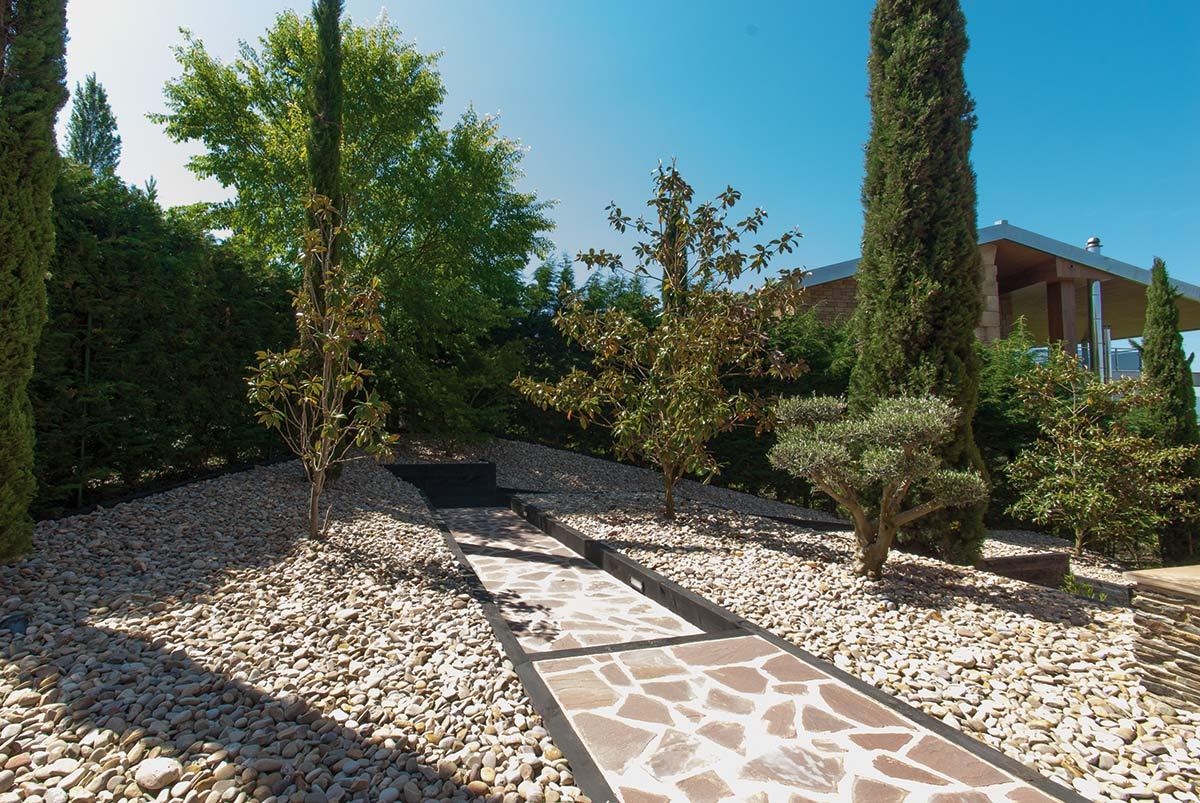 jardin-bajo-mantenimiento-xerjardineria