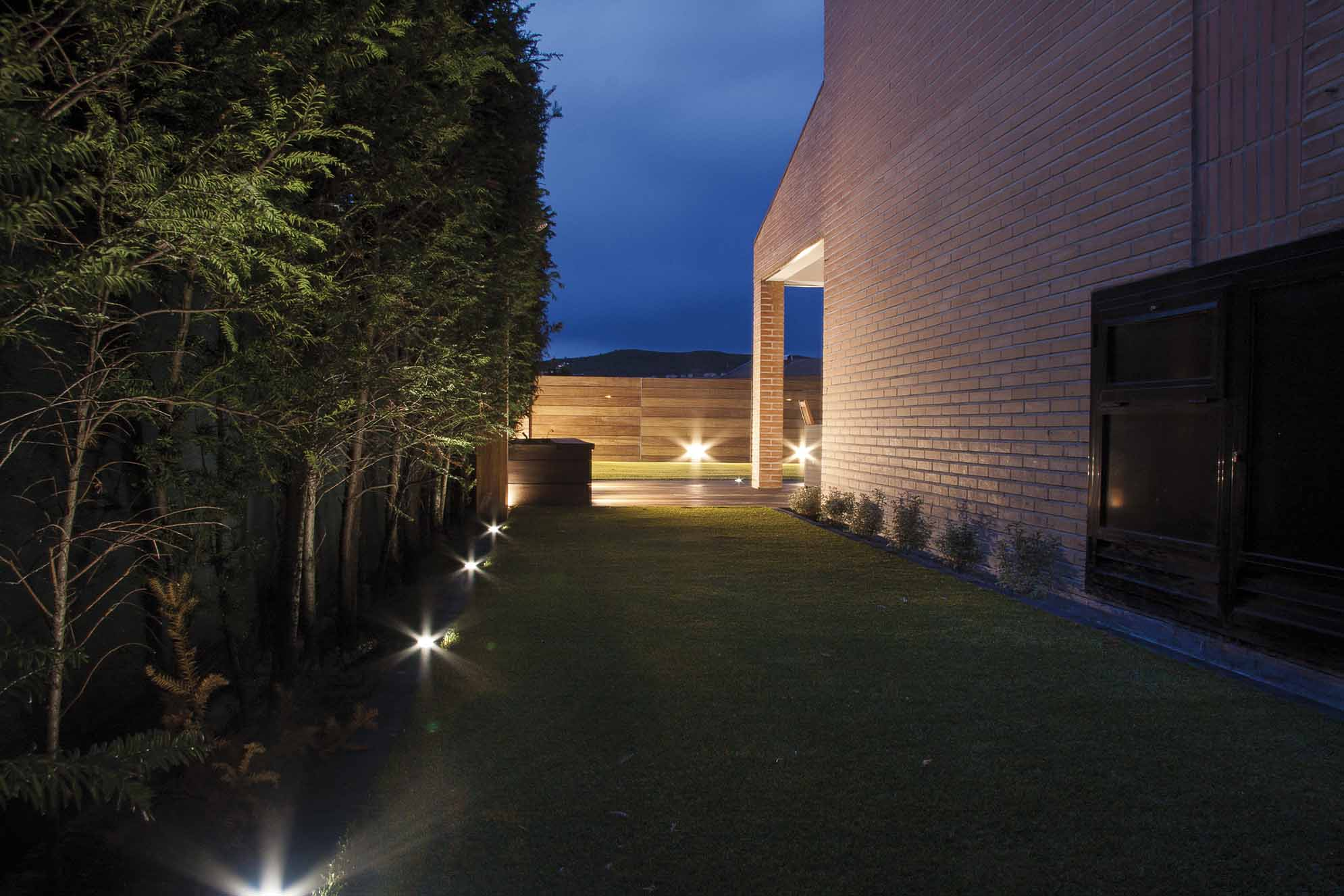 Iluminaci n proyectos echarri - Iluminacion jardines pequenos ...