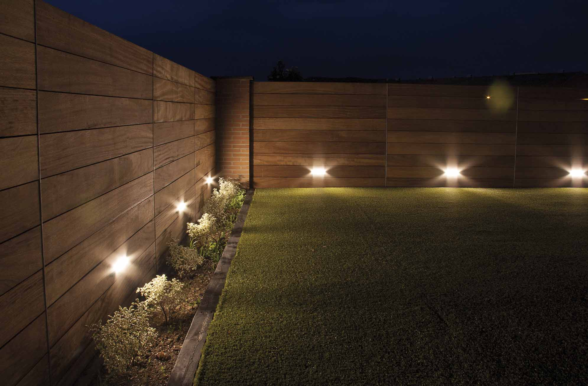 Iluminacion solar jardin ideas de disenos for Luces led jardin