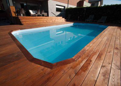Tarima natural en piscina