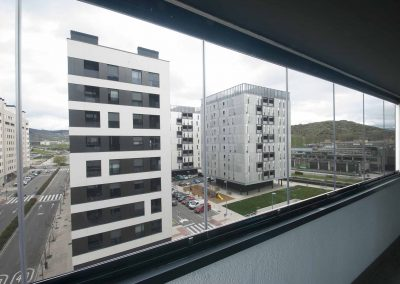 Cerramiento de balcón con cortinas de cristal Lumon