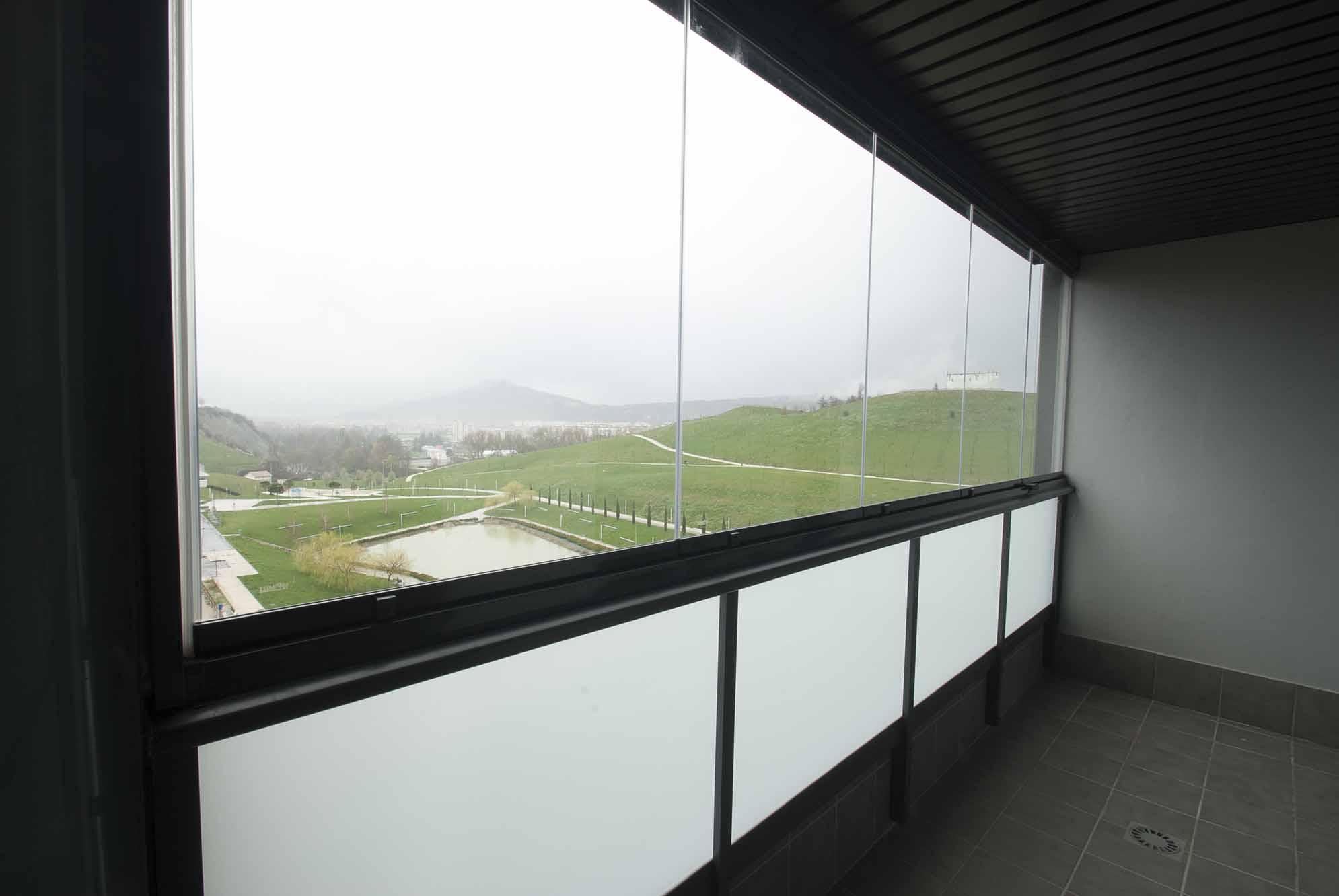 cerramiento-cristal-balcon-cortinas-lumon-1