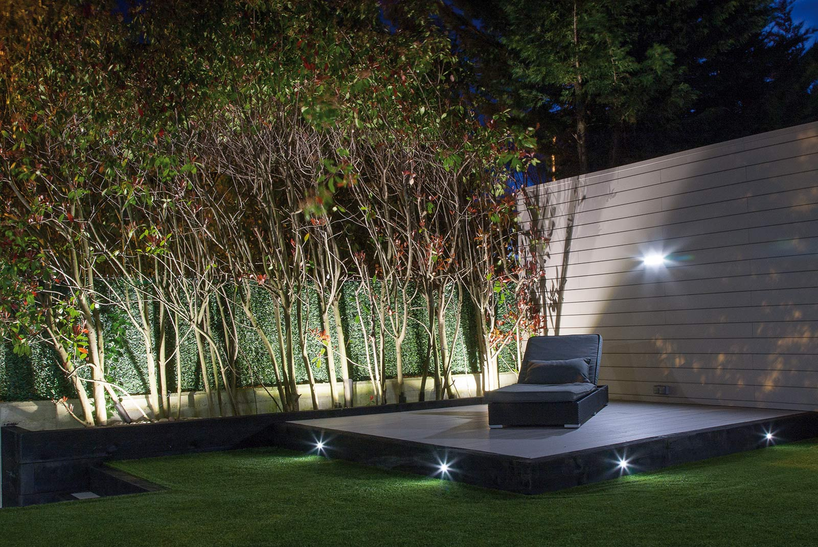Jard n con iluminaci n proyectos echarri - Iluminacion de jardines ...