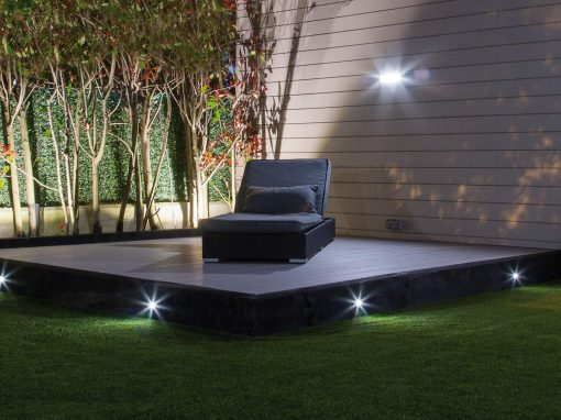 Jardín con iluminación