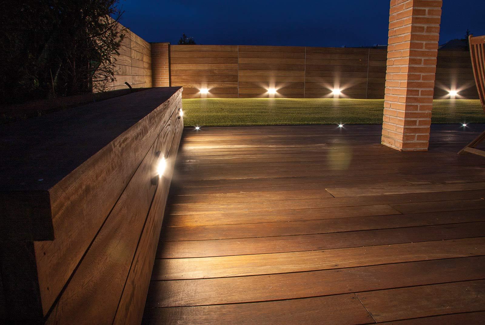 iluminacion-jardin-noche-tarima-natural-3