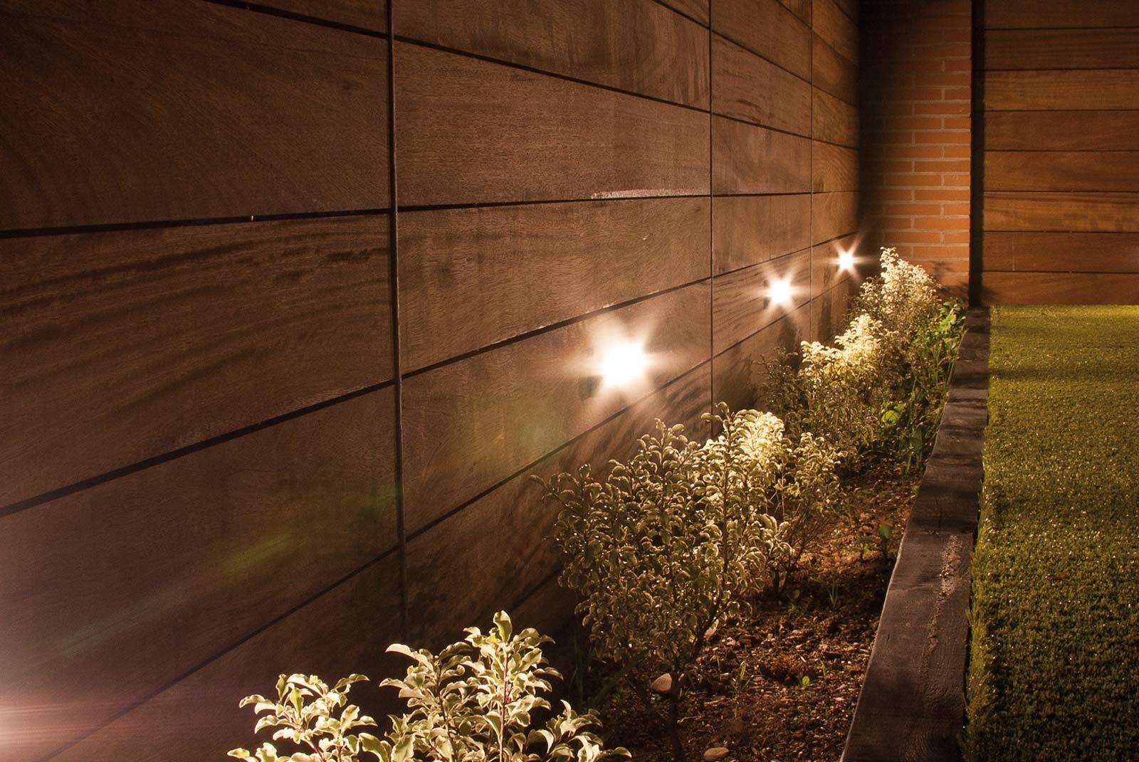 iluminacion-jardin-noche-tarima-natural-5