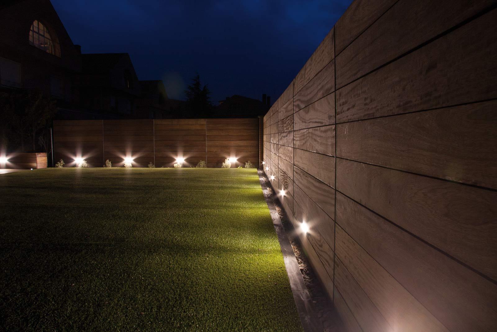 iluminacion-jardin-noche-tarima-natural-6