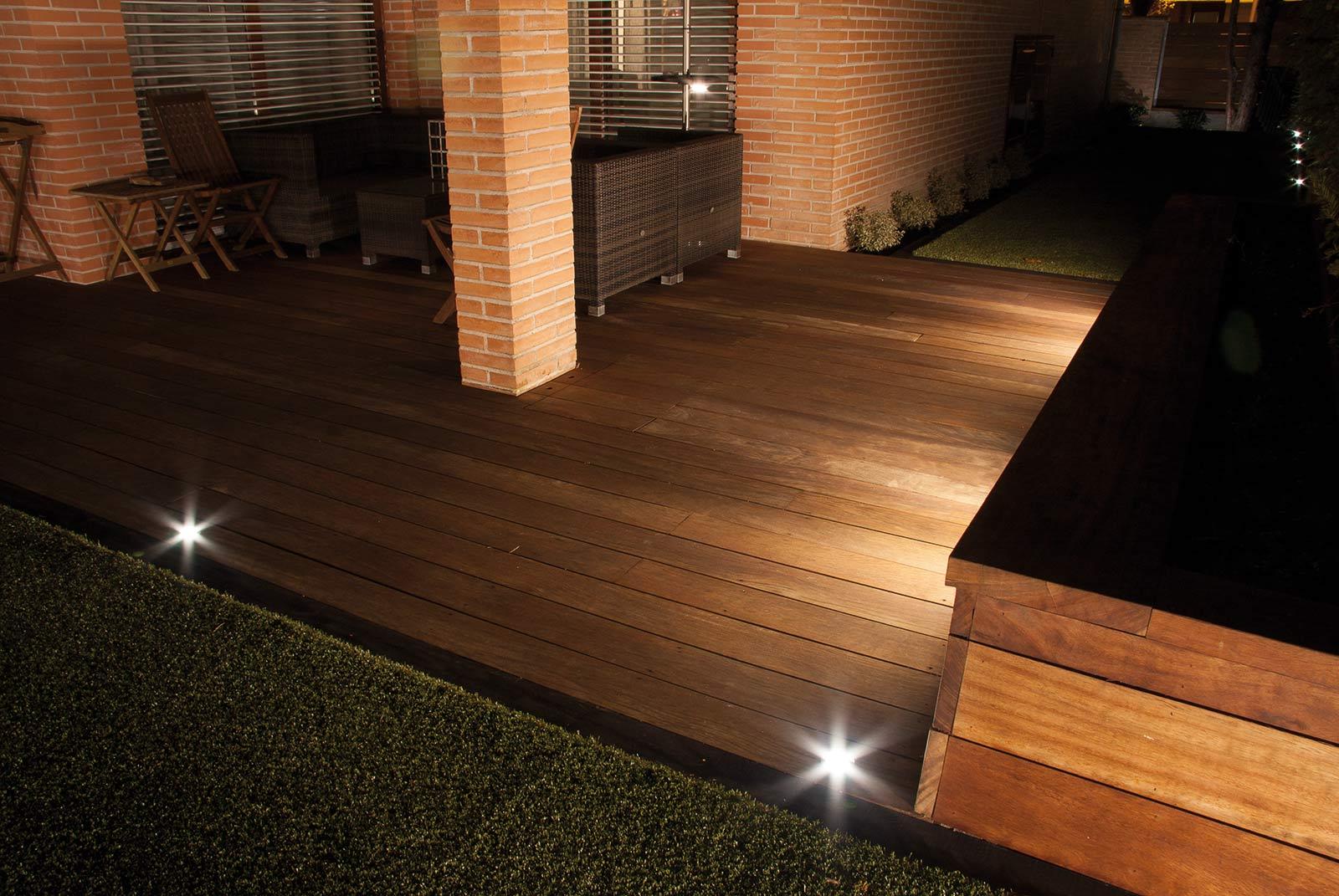 iluminacion-jardin-noche-tarima-natural-7