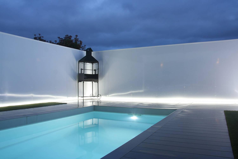 Iluminacion en jard n de unifamiliar con piscina for Iluminacion piscinas