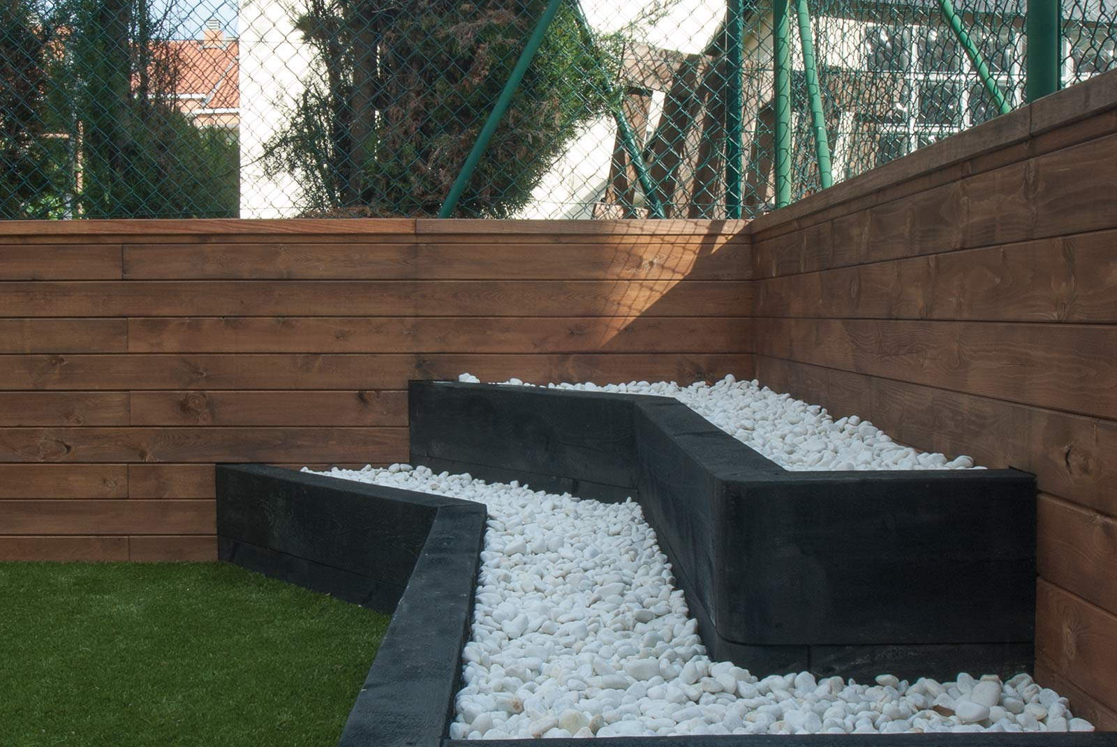 jardin-cespe-artificial-tarima-traviesas-4