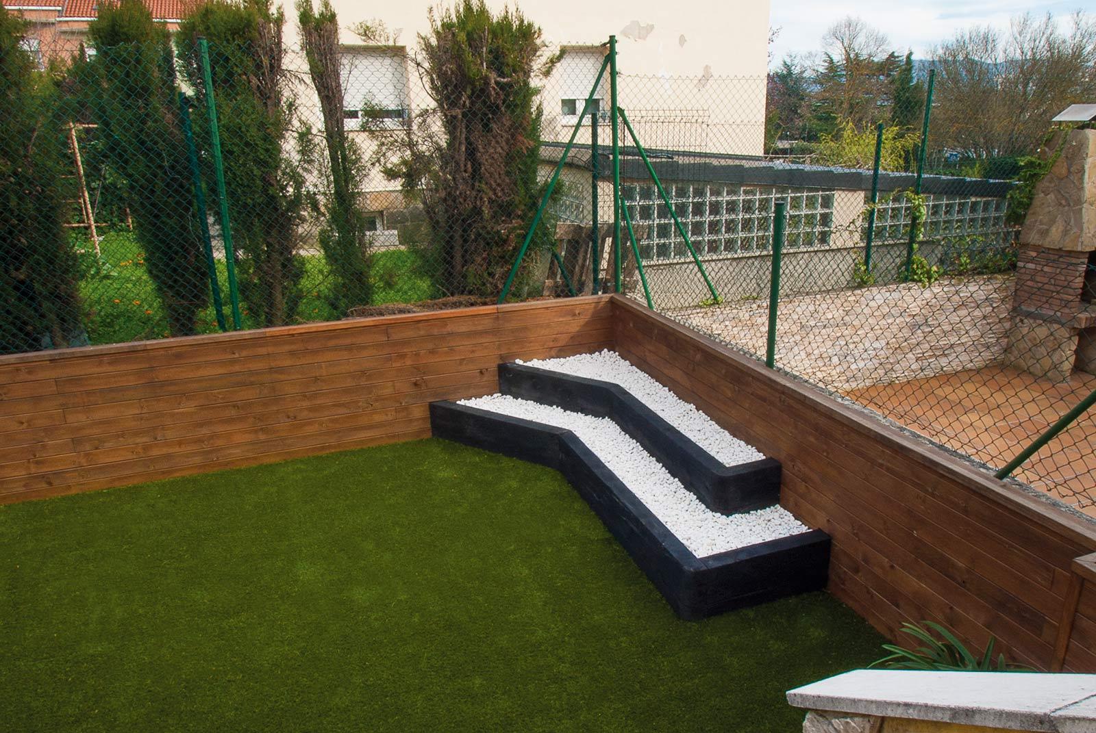 jardin-cespe-artificial-tarima-traviesas-6