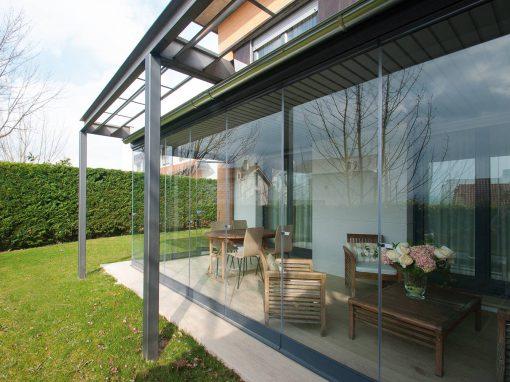 Porche de Acero adaptado a estructura de la vivienda