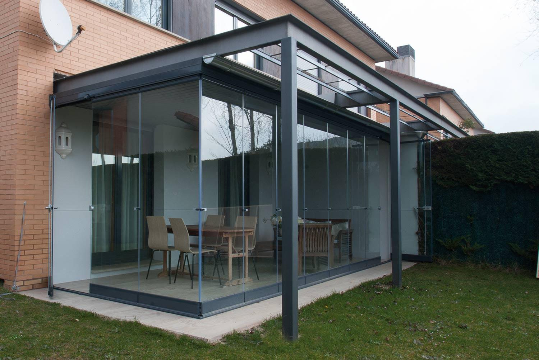 Porche de acero adaptado a estructura de porche