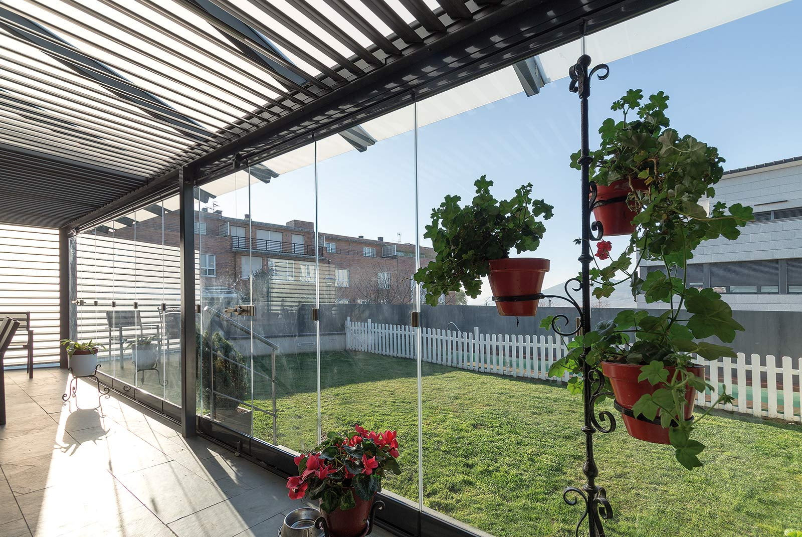 porche-acero-jardin-pamplona-11