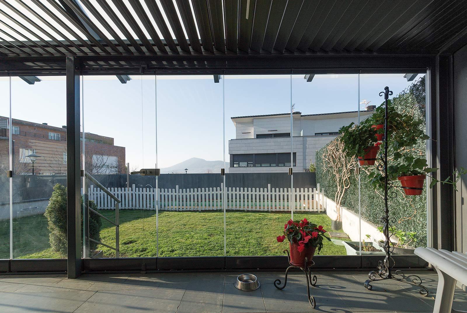 porche-acero-jardin-pamplona-8