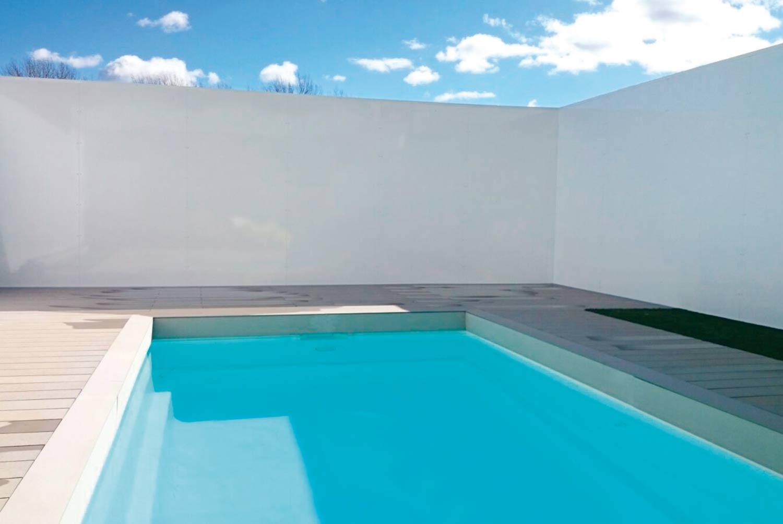 Cerramiento de cristal y piscina