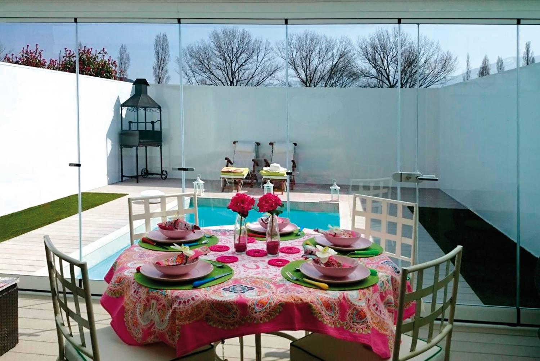 porche-acristalado-piscina-unifamiliar-2