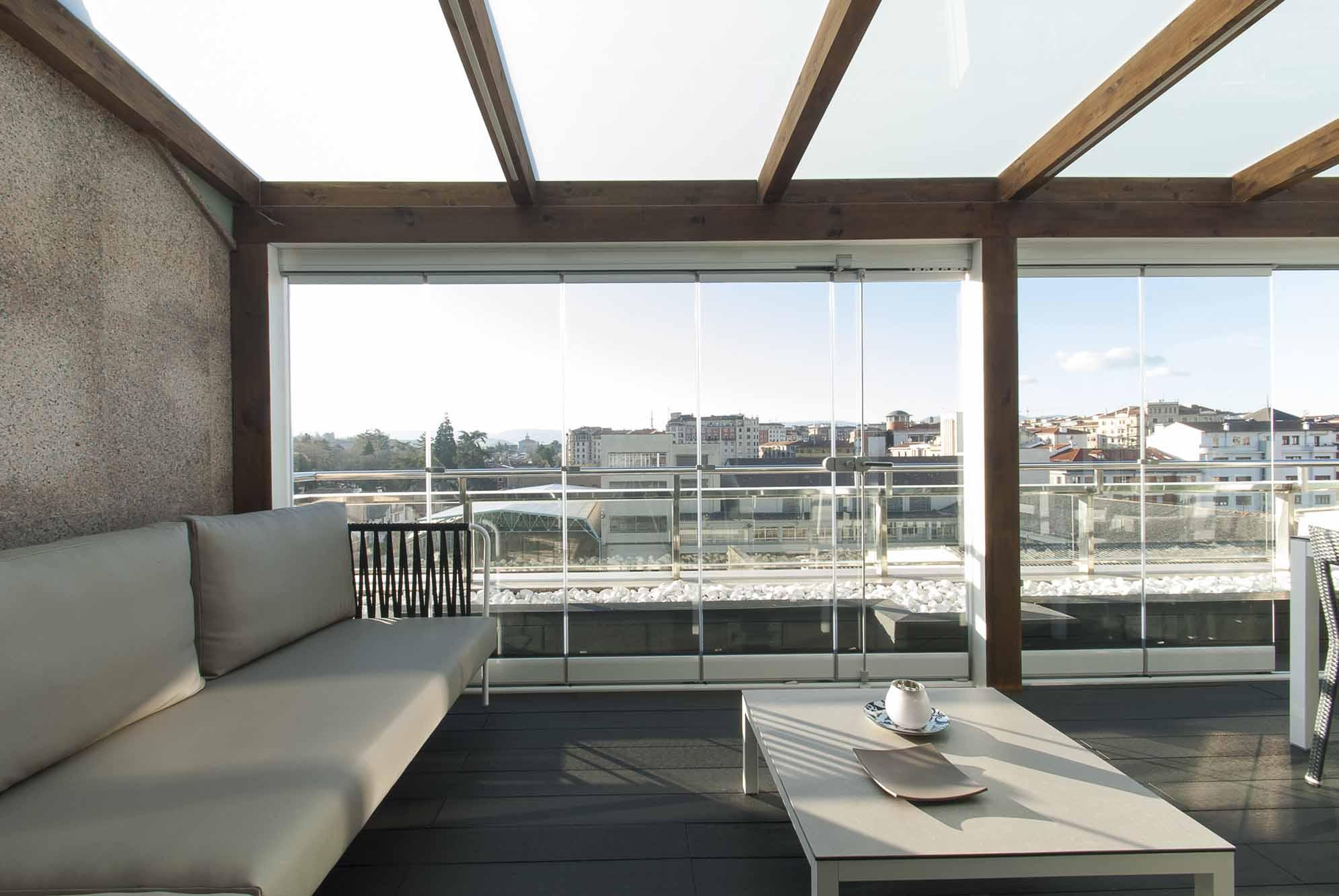 porche-acristalado-terraza-atico-pamplona-10