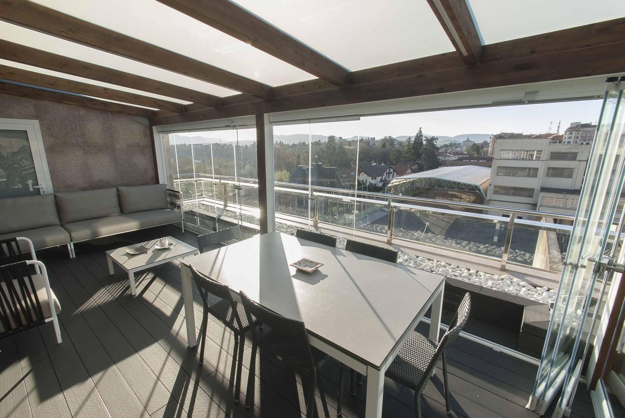 porche-acristalado-terraza-atico-pamplona-12
