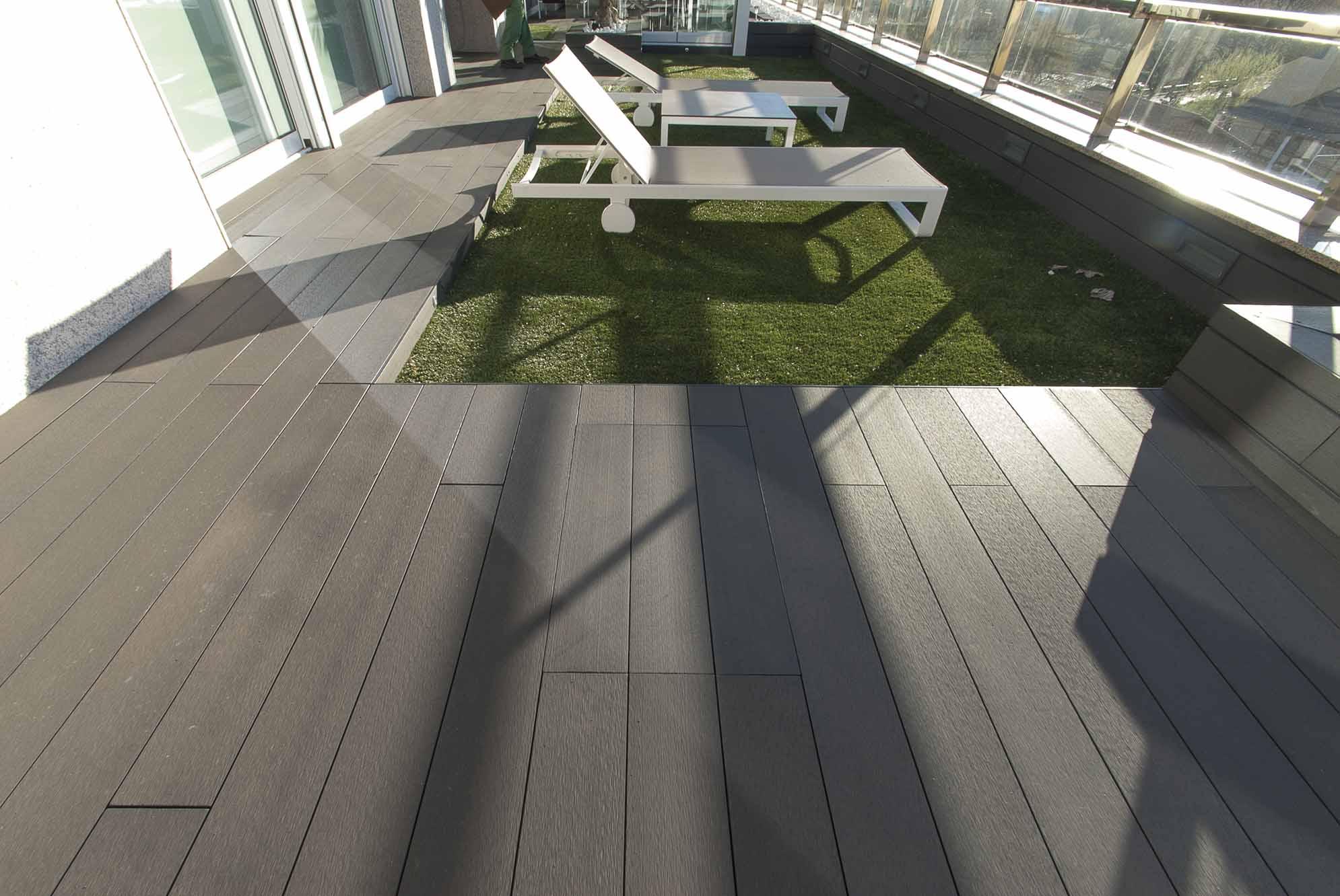 Jardín moderno en la terraza de ático
