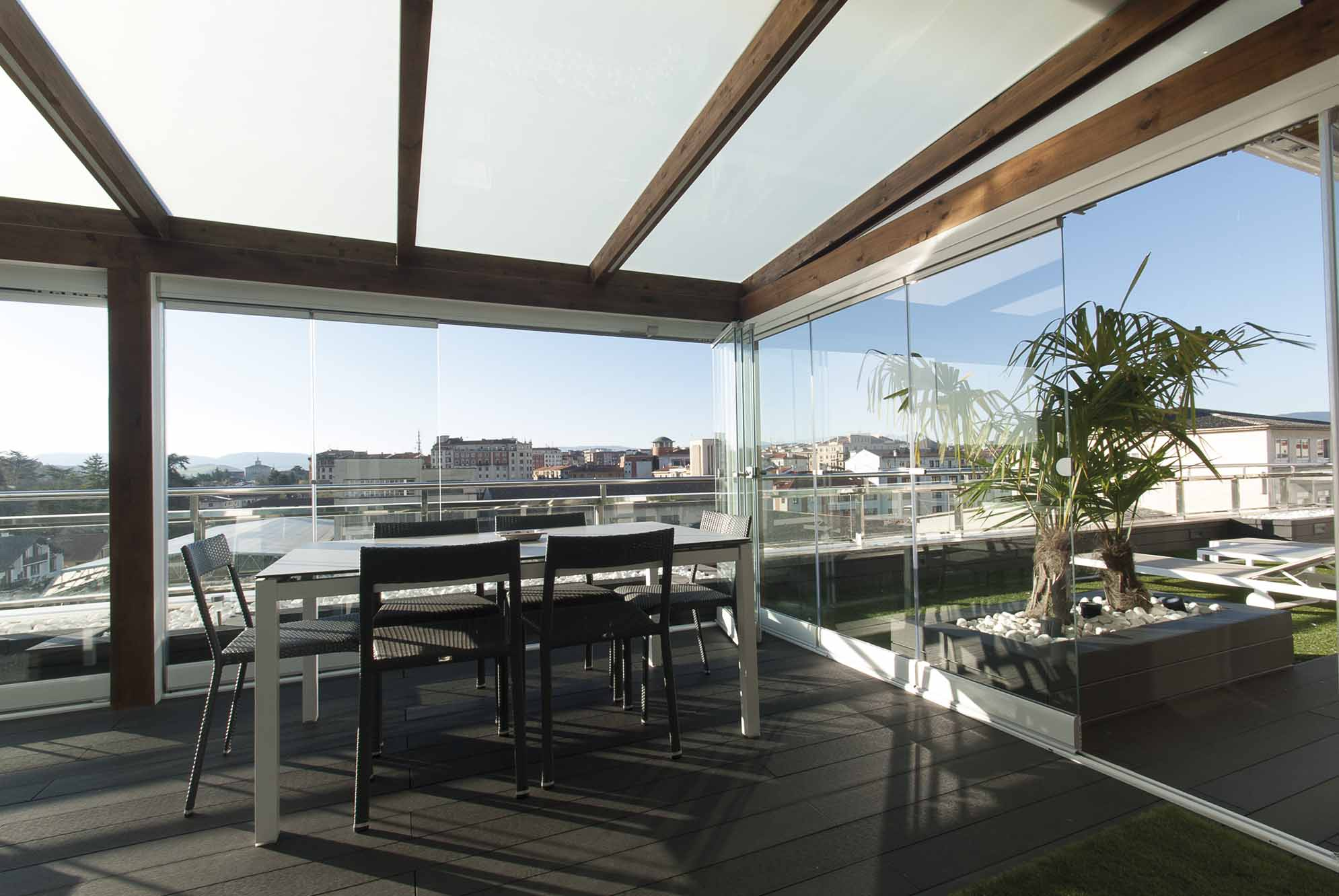 Porche acristalado terraza de ático Pamplona