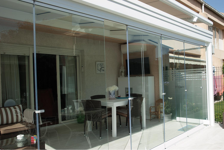 Porche de aluminio acristalado con cortinas de cristal for Terrazas 14 vicuna