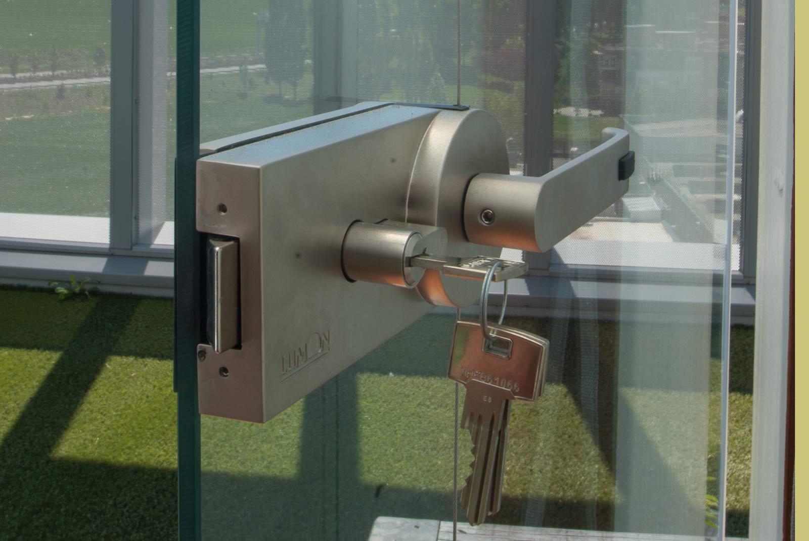 Cerradura con llave, seguridad en cortinas de cristal Lumon