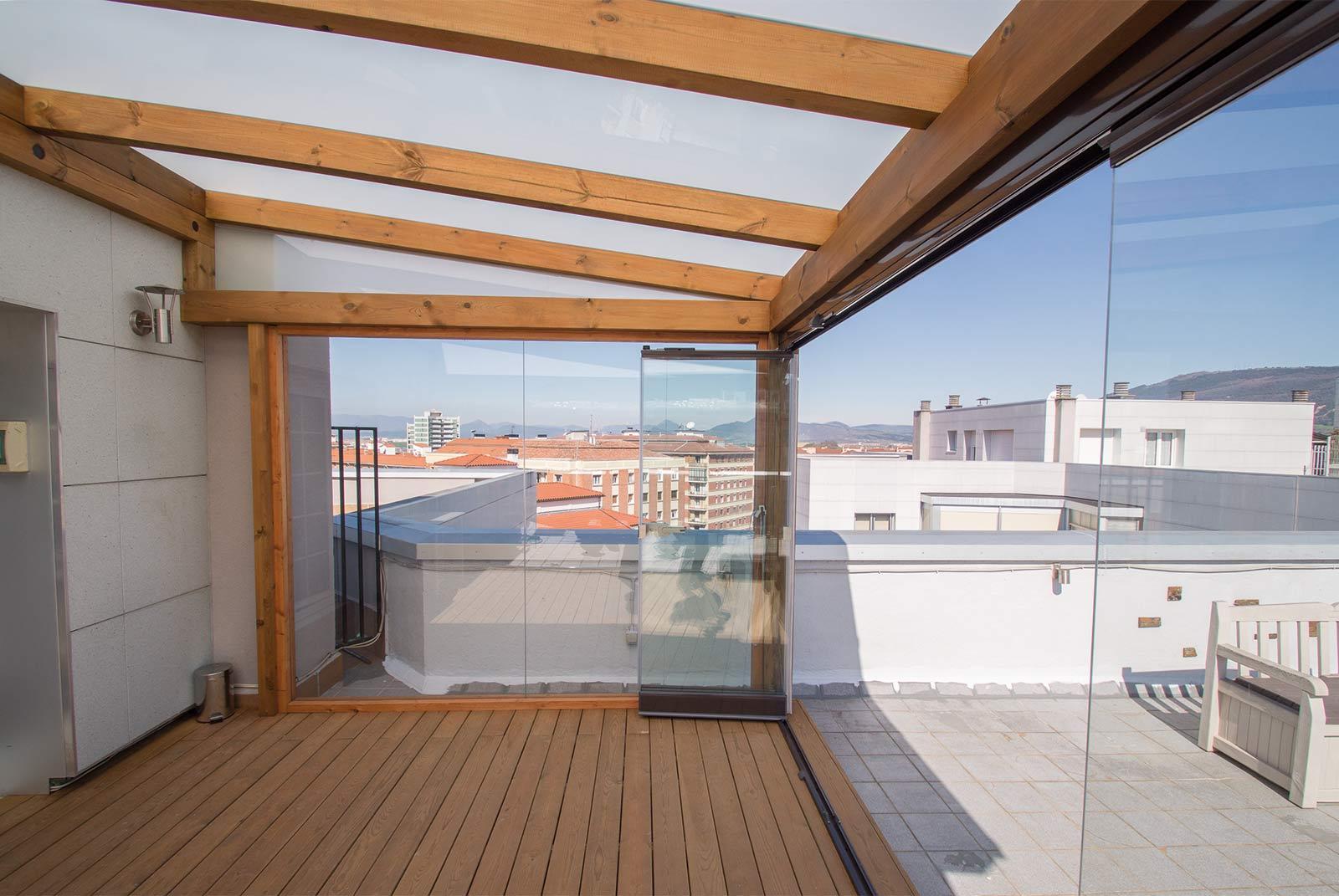Porche acristalado en terraza de tico proyectos echarri - Cerramientos de terrazas de aticos ...