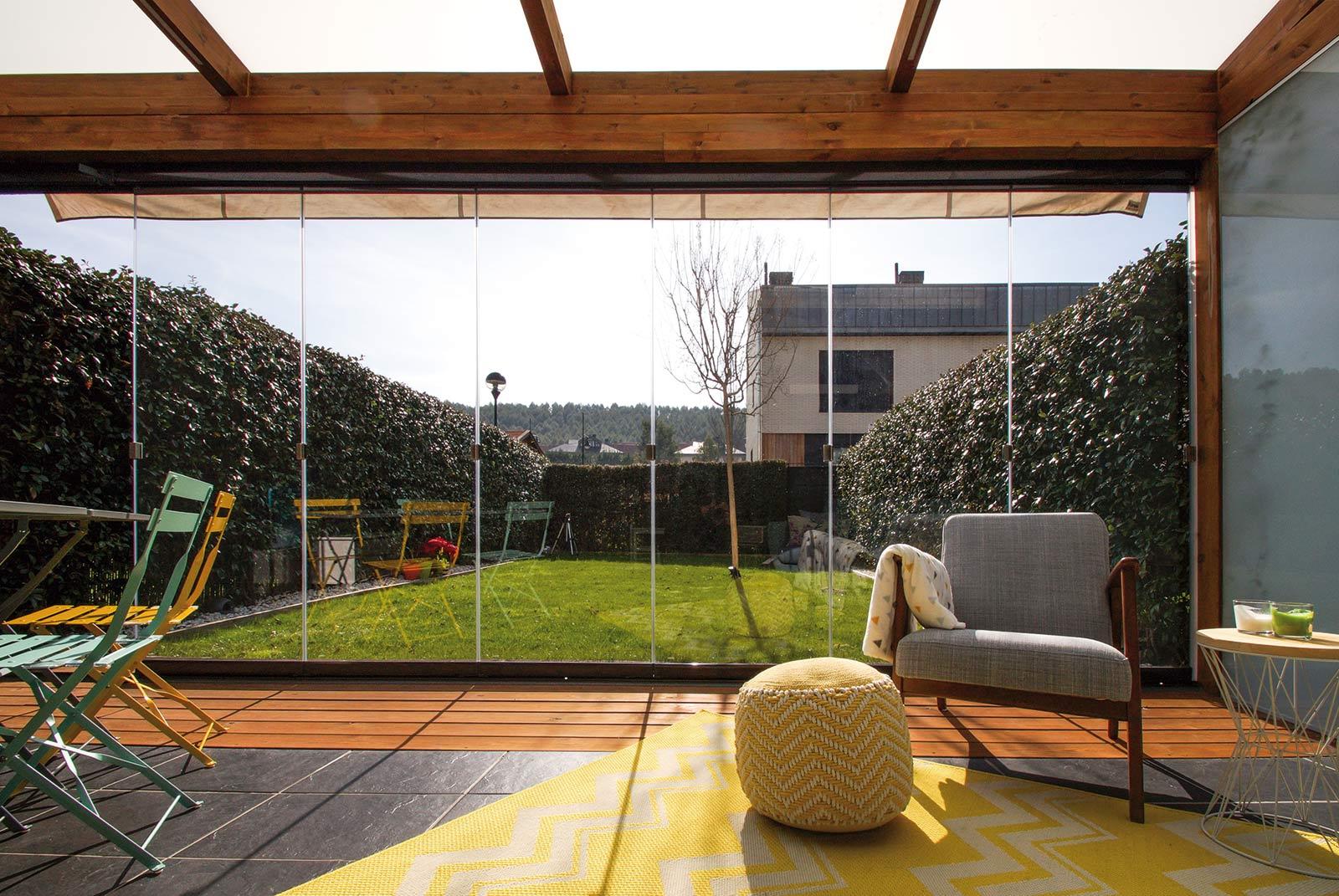 Porche de madera de estilo moderno