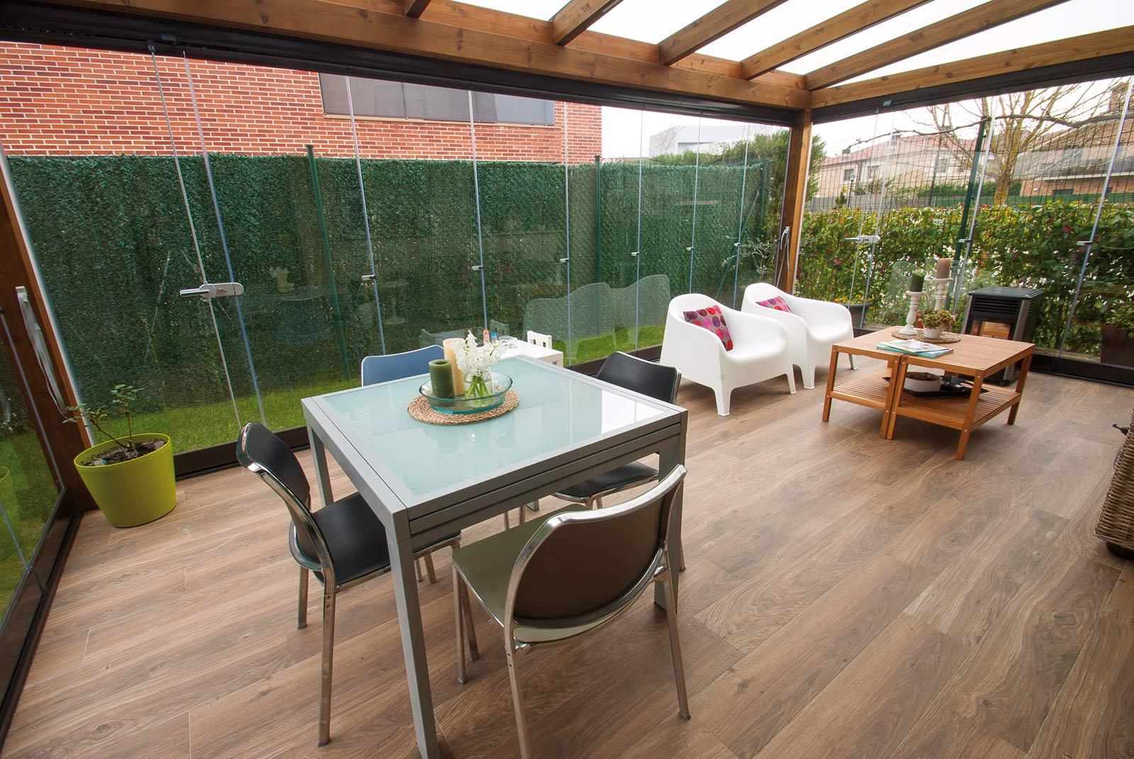 porche-jardin-madera-cristal-lumon-cerrado-abierto-1