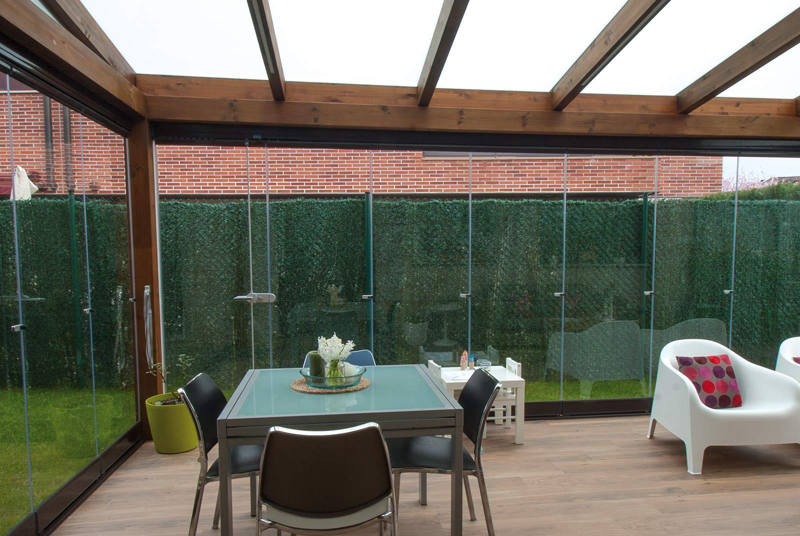 porche-jardin-madera-cristal-lumon-cerrado-abierto-10