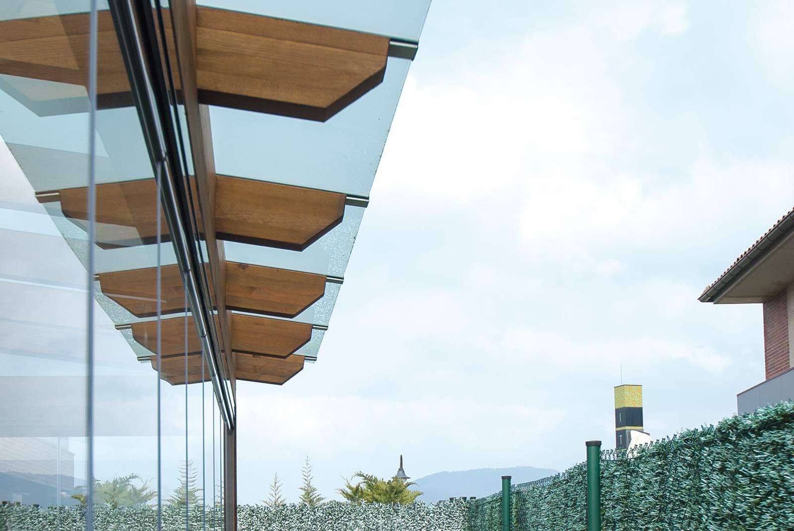 porche-jardin-madera-cristal-lumon-cerrado-abierto-13