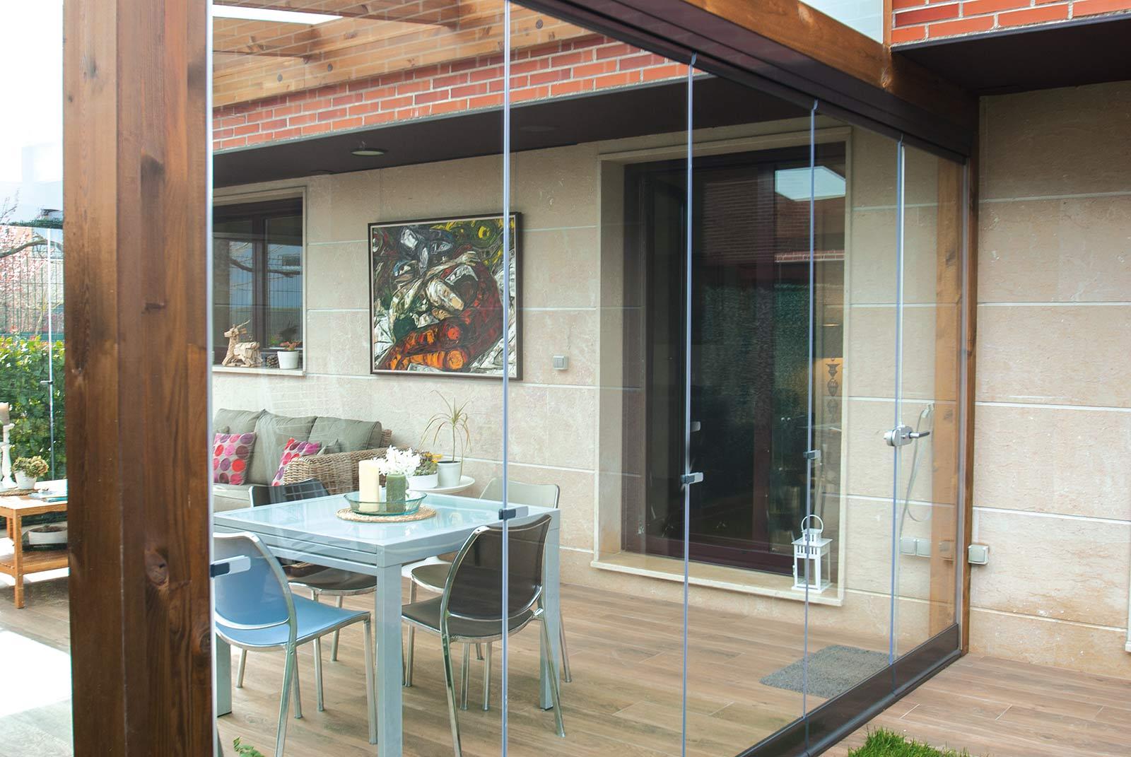 porche-jardin-madera-cristal-lumon-cerrado-abierto-16