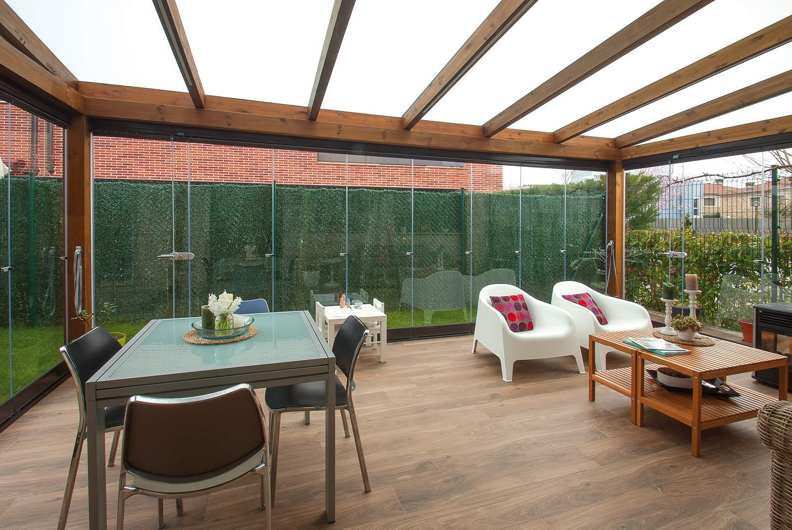 porche-jardin-madera-cristal-lumon-cerrado-abierto-2