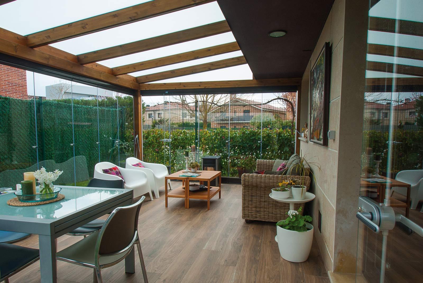 porche-jardin-madera-cristal-lumon-cerrado-abierto-4