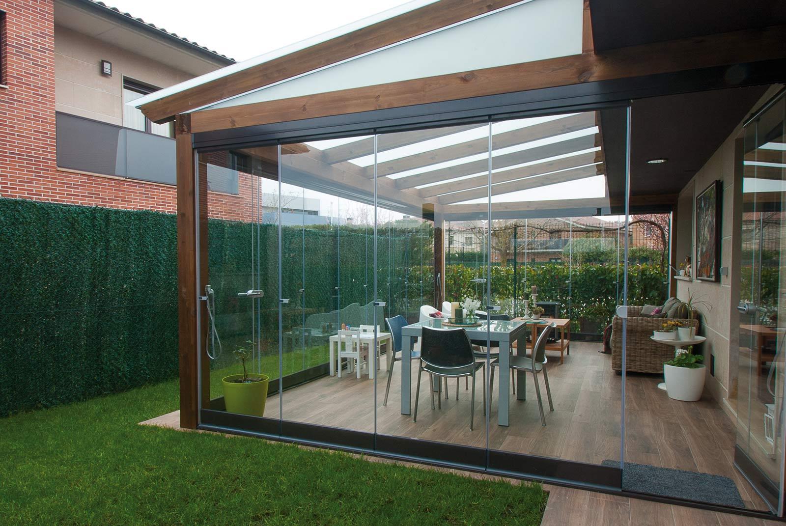 Porches y p rgolas de madera y metalicas proyectos echarri for Porche jardin madera