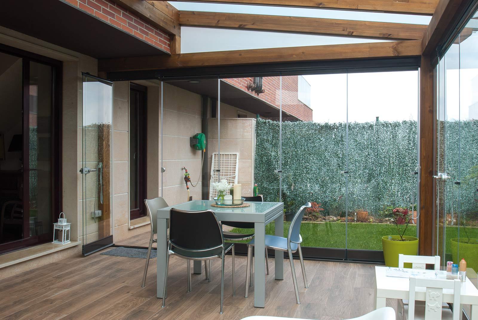 porche-jardin-madera-cristal-lumon-cerrado-abierto-9
