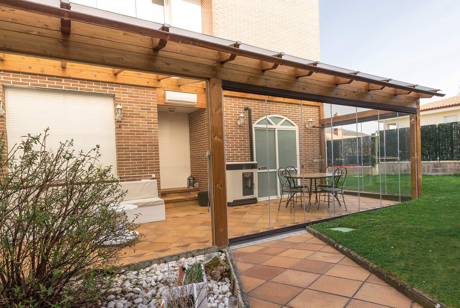 porche-jardin-madera-cristal-lumon-estufa-navarra-2