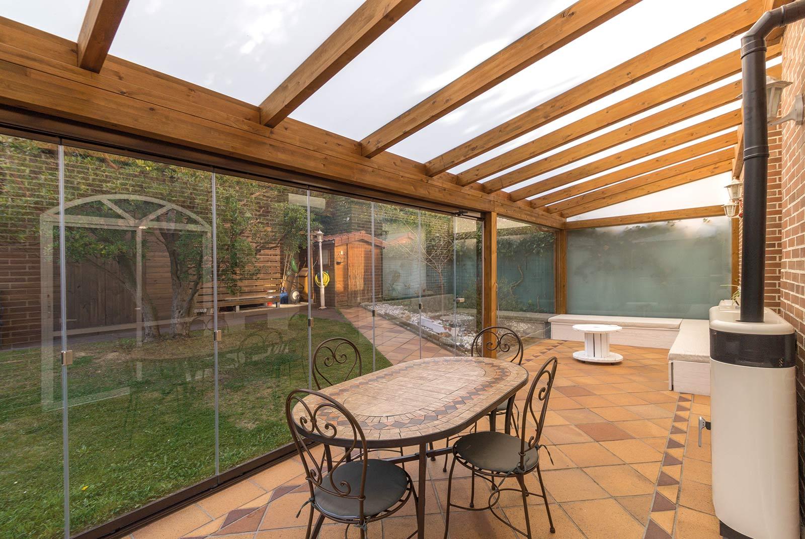 porche-jardin-madera-cristal-lumon-estufa-navarra-3