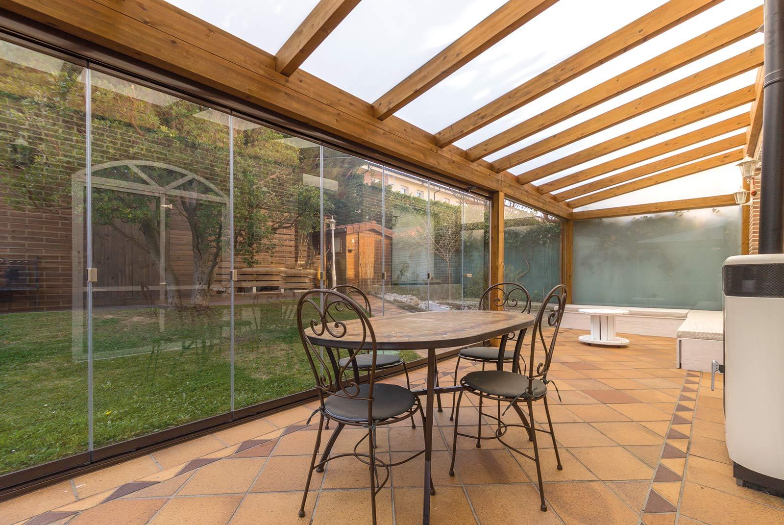 porche-jardin-madera-cristal-lumon-estufa-navarra-4